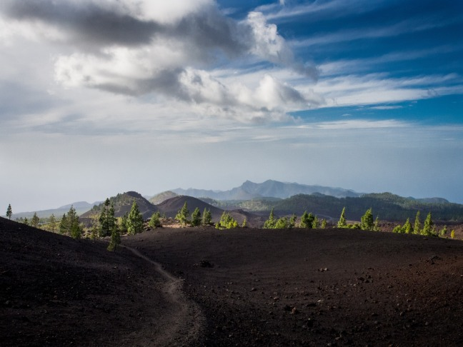 Hiking the Samara path in Teide National Park