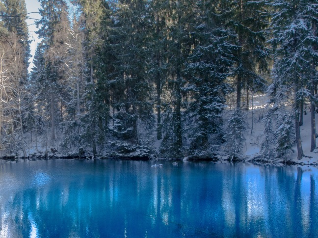 Turquoise water at Kiikunlähde natural spring